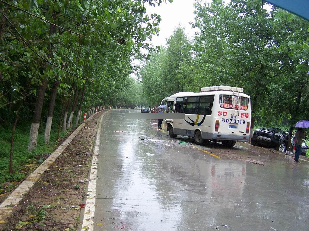 雪佛兰科帕奇   越野车从湖北宜昌回来,在仙洪公路洪湖段发生高清图片