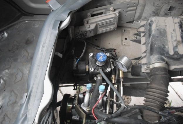 五菱之光6376E3改装天然气和安装空调作业