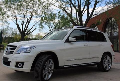白色奔驰glk350提车作业 高清图片
