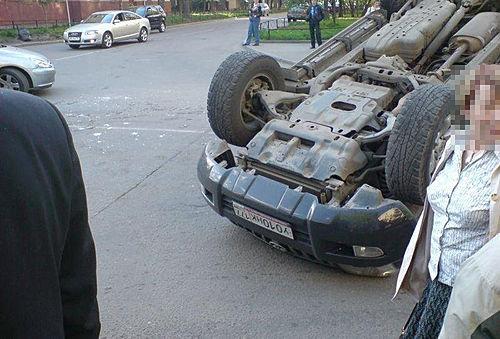 普拉多惨重车祸 让人心寒高清图片