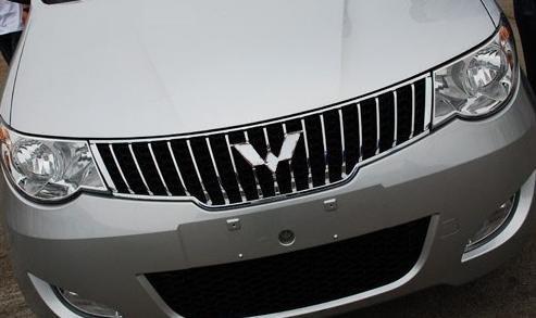 五菱宏光银色车标改装作业【图】
