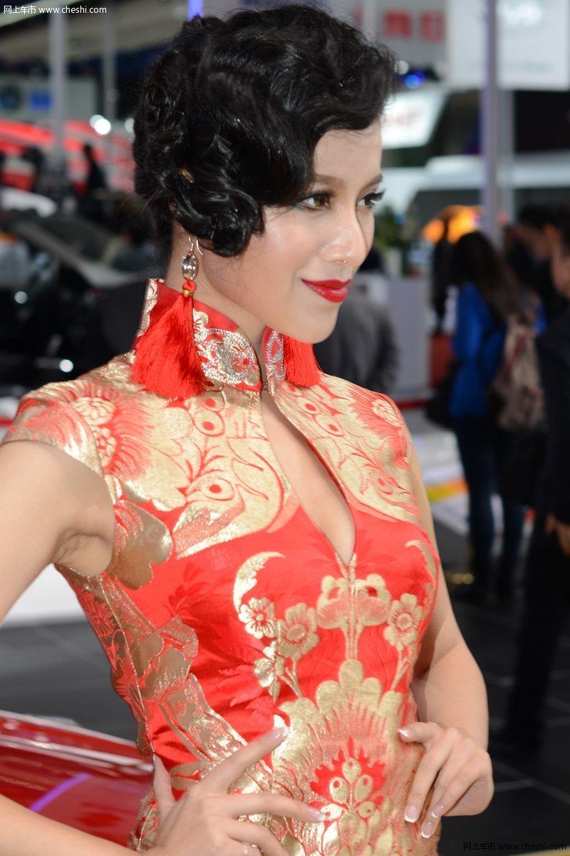 2013上海车展旗袍美女;;