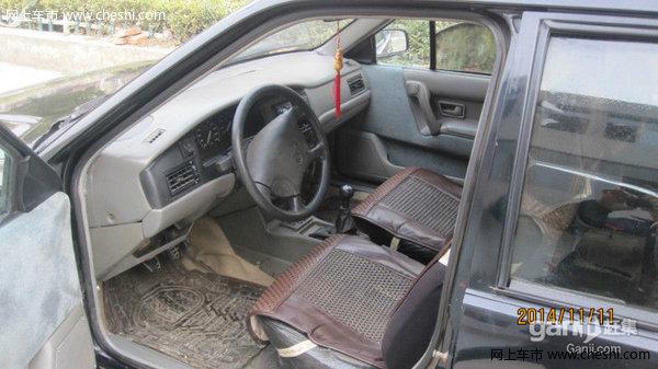 脱审的大众2000 有原车牌照 有行驶证 就是不能再审了。电喷, 五速的 , 四门电动, 轮合金轮毂 ,四个轮胎都板正的 ,助理方向, 灯暖夏凉, CD音响效果很好 , 疝气大灯 ,才刚保养过, 换的机油, 三滤, 齿轮油, 新加的防冻液 ,才刚全车维修过, 改换的都换了, 该修的都修了。 到手不要在花钱修了, 底盘没有任何损坏的地方,底盘也没有任何漏油漏水的地方,底盘也没有任何锈烂的地方,跑起来很舒服,是灯都亮,是表都走 , 看车价格可以小刀 ,看车在铜山新区 ,郑集镇。