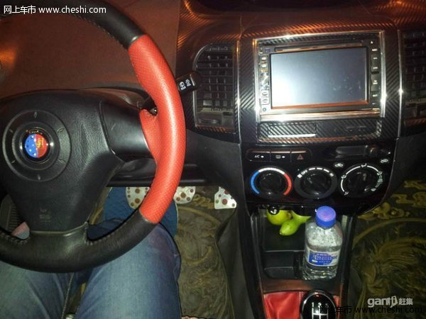 2011年7月的车,上海英伦SUV小越野,这个价格买个越野车太直了,车是原版,手续齐全,没有一点磕碰,配置很多,四门电动门窗,电动后视镜,铝合金轮毂,导航电视。。。,当时提车时最高配的,办完7万多,急用钱所以卖了,晚上用手机照的照片