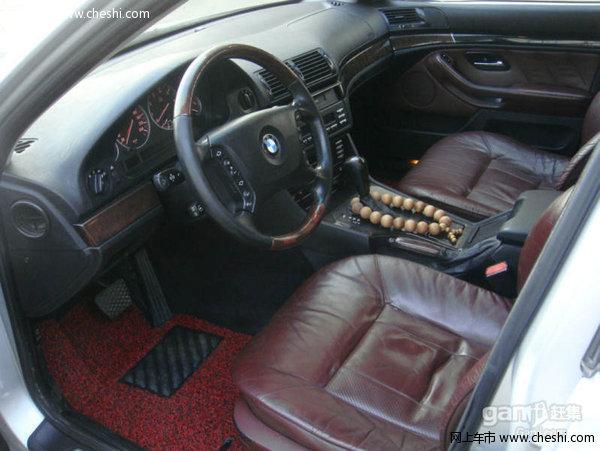 转让一台全进口宝马5系530I,原版原漆,发动机无杂音,变速箱换挡顺畅,少见极品车况,3.0排量手自一体带S档,进口发动机,保养非常到位,宝马专用定时保养,外观内饰干净漂亮,改装新款轮毂,改双出排气,油耗经济,动力充沛,空间宽敞,底盘扎实,后驱动力,超长轴距,驾乘安全舒适。