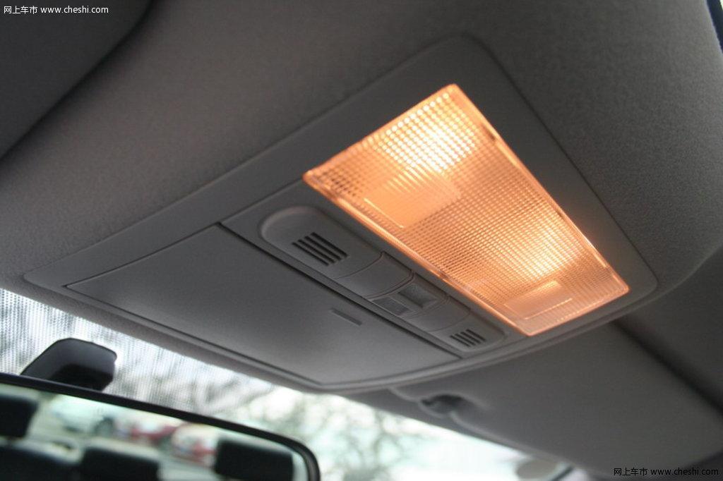 丰田 新锐志 前排车内顶灯或功能键 其他细节