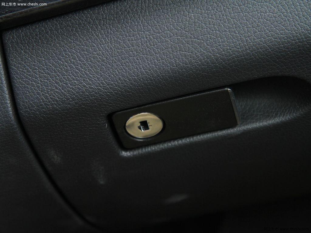 c200 cgi 1.8t at 时尚型 2011款车厢座椅