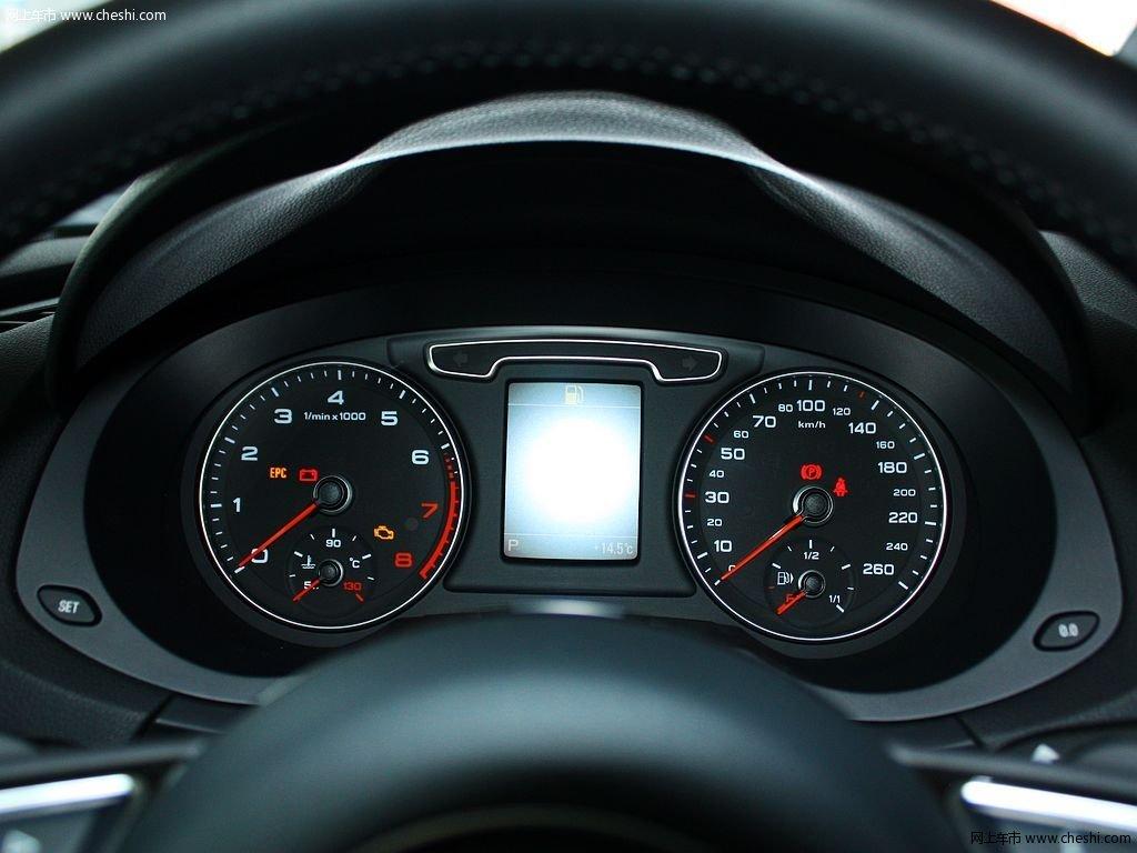 奥迪q3 2.0t 35 tfsi quattro舒适型5座 2013款中控方向盘图片