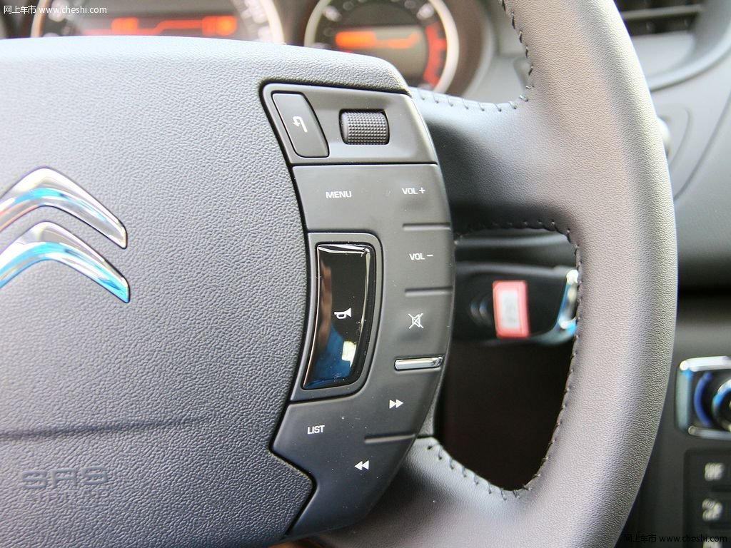 2013款 雪铁龙c5中控方向盘