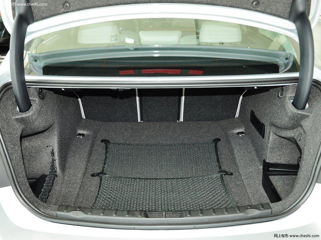 矿石灰宝马3系 2013款 316i 1.6T运动设计套装版座椅空间图片 43 47