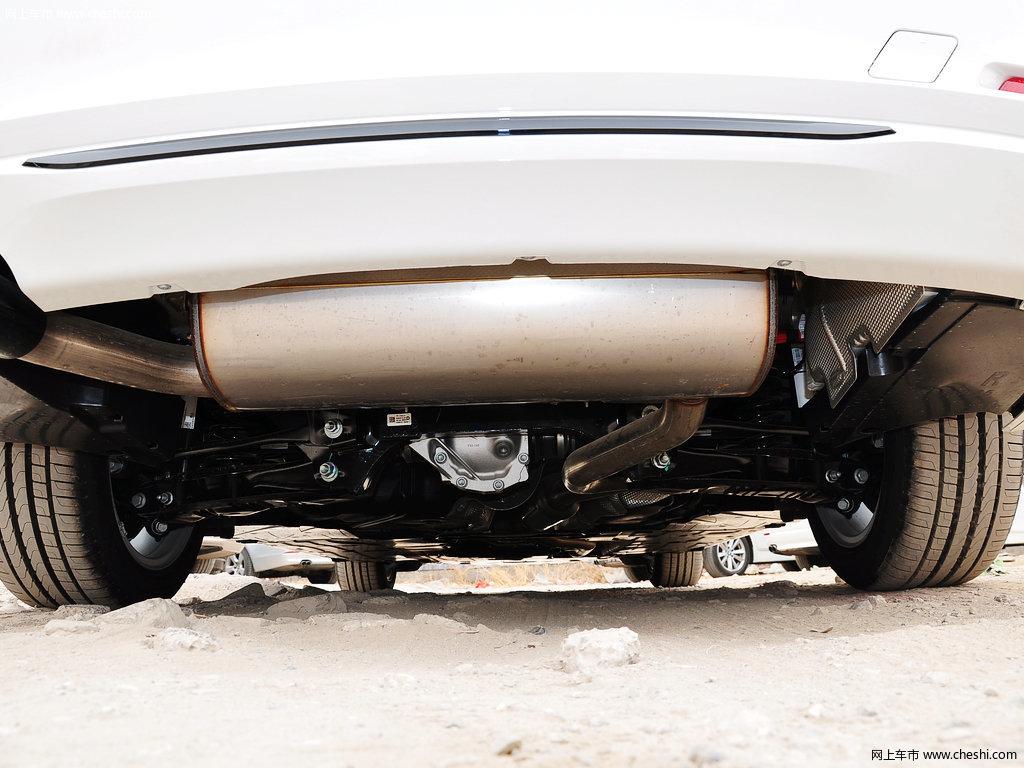 汽车图片 宝马 宝马3系 2014款 320i 运动设计套装  动力底盘 (7/10)