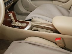 东风日产  轩逸 1.6 AT XL 前排座椅中央中间