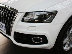 奥迪(进口)  Q5 3.2 FSI Quattro 车辆左前大灯45度视角
