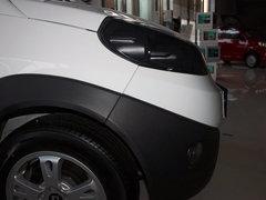 瑞麒  瑞麒X1 1.3L AMT 车辆右前大灯正侧视角