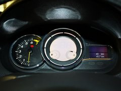 雷诺  2.0 CVT 方向盘后方仪表盘