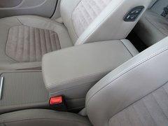 一汽-大众  迈腾 2.0TSI DSG 前排座椅中央中间