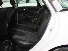 长安福特  新福克斯两厢 2.0L DCT 第二排座椅正视图