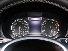 奔驰(进口)  B200 1.6T 方向盘后方仪表盘