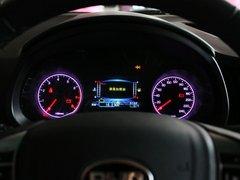 比亚迪  1.5T 手动 方向盘后方仪表盘
