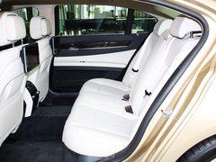 宝马(进口)  730Li 3.0L 第二排座椅正视图