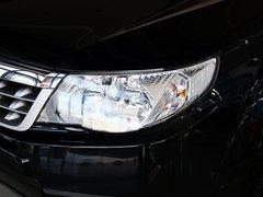 斯巴鲁  森林人经典 2.5XS AT 车辆左前大灯45度视角