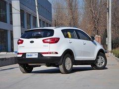 东风悦达起亚  GL 2.0L 自动 车辆右侧尾部视角