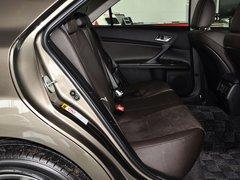 一汽丰田  2.5V 自动 第二排座椅正视图