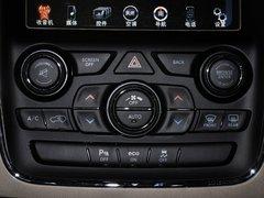 Jeep  3.0L 自动 中控台下方特写