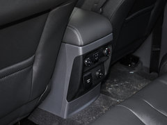 2017款 2.0T 汽油自动四驱旗舰版 7座