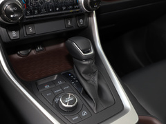 2020款 2.0L CVT四驱尊贵版