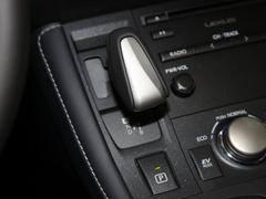 2020款 CT200h 舒适版 单色