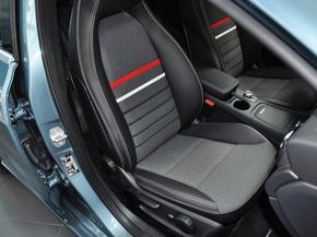 奔驰(进口)  A180 1.6T DCT 副驾驶席座椅45度特写