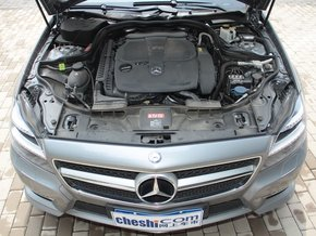 奔驰(进口)  CLS350 3.5L 发动机局部特写