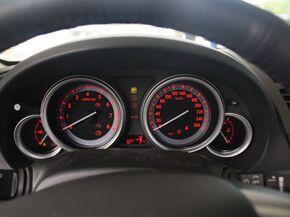 一汽马自达  2.0 自动 方向盘后方仪表盘