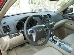 广汽丰田  2.7L 自动 中控台左侧