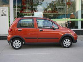 宝骏汽车  1.2L 手动 车辆正右侧