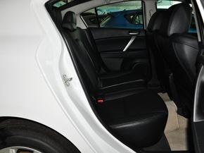长安马自达  三厢 2.0 自动 第二排座椅正视图