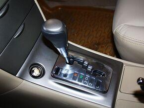 一汽丰田  1.6L 自动 挂档把手特写