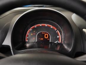 奇瑞汽车  1.0L 手动 方向盘后方仪表盘
