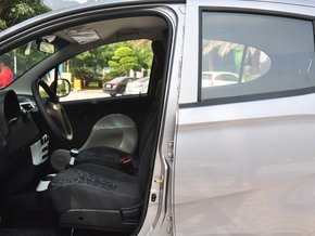 奇瑞汽车  1.0L 手动 驾驶席座椅正视图