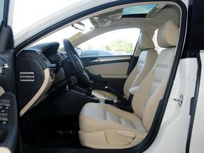一汽-大众  1.6L 手动 驾驶席座椅前45度视图
