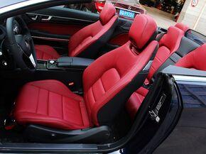奔驰(进口)  E260 驾驶席座椅前45度视图