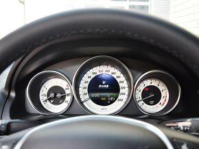 奔驰(进口)  E260 方向盘后方仪表盘