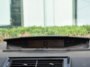 东风雪铁龙  VTS版 1.6L 自动 中控仪表台上方