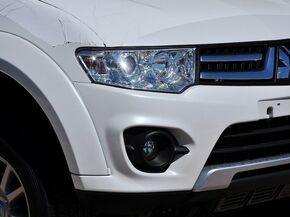 广汽三菱  3.0L 自动 车辆右前大灯45度视角