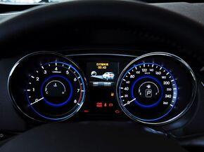 北京现代  2.0L 自动 方向盘后方仪表盘
