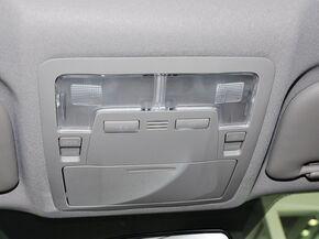 一汽丰田  1.6L CVT 前排车顶中央特写