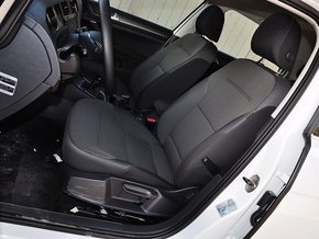 一汽-大众  1.4TSI 手动 驾驶席座椅前45度视图