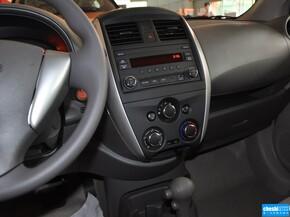 东风日产  1.5 XE CVT 方向盘右侧