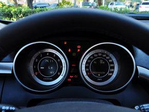一汽奔腾 2.0l 自动 方向盘后方仪表盘高清图片